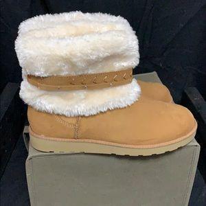 Women's So brand NWOT chestnut suede fur top boot